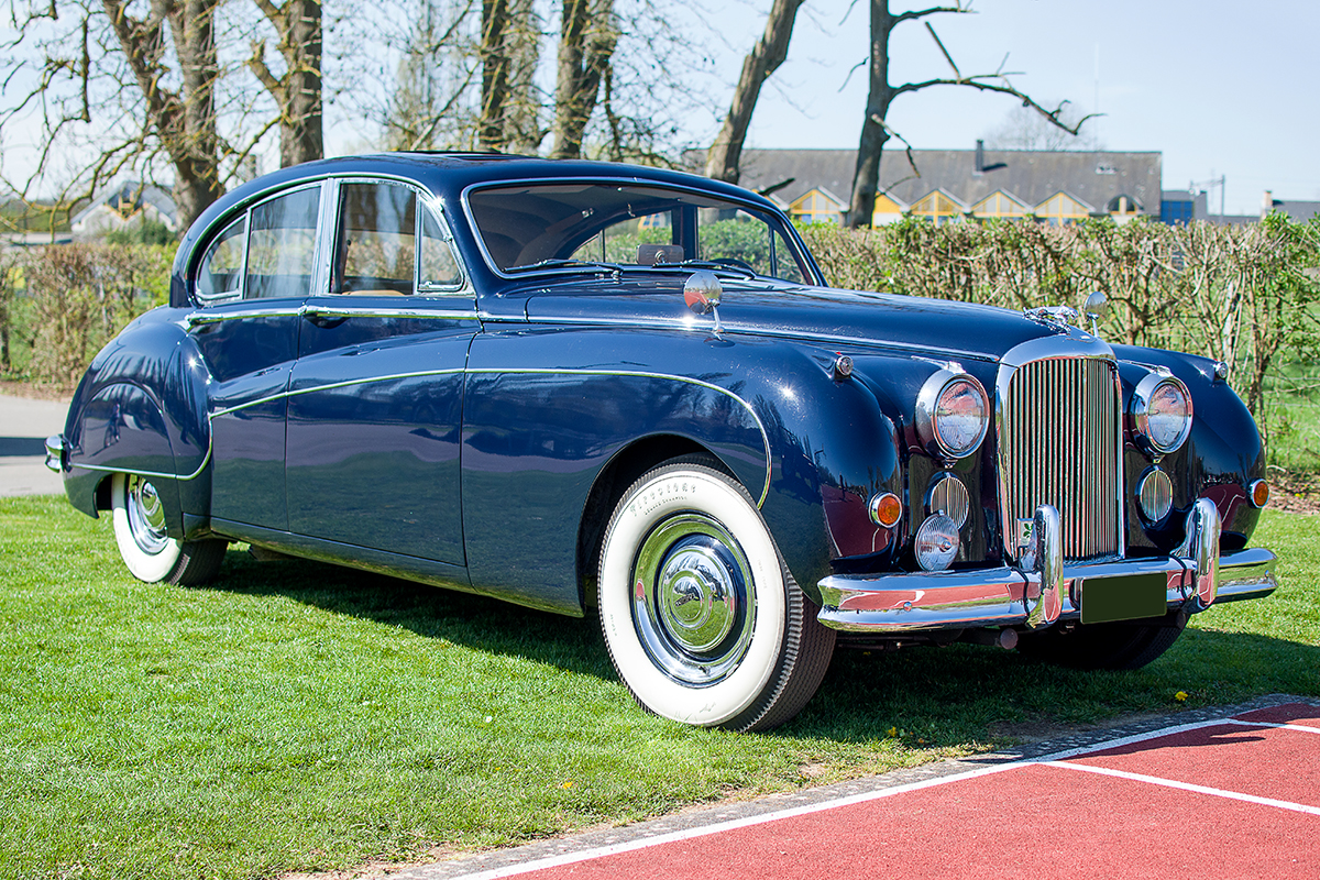 Jaguar Mark IX