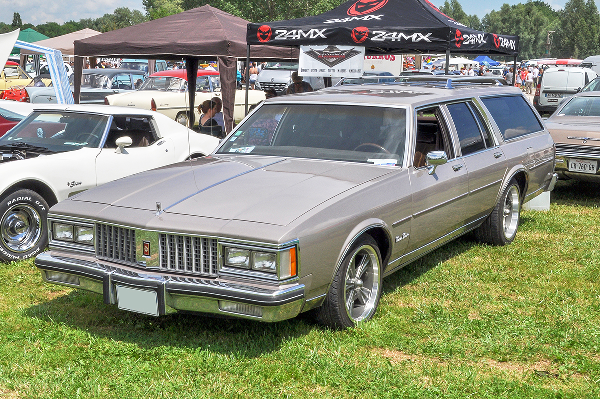 Oldsmobile Custom Cruiser II